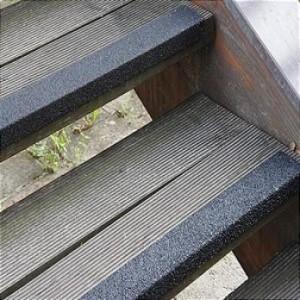 Противоскользящий профиль для краев ступеней, 70х1000х30х3,8 мм, размер абразива 46 Grit, цвет черный