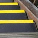 Противоскользящая пластина с углом, 230х1000х30х3,8 мм, размер абразива 46 Grit, черный с желтым кантом