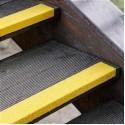 Противоскользящий профиль для краев ступеней, 70х1000х30х3,8 мм, размер абразива 12 Grit, желтый цвет